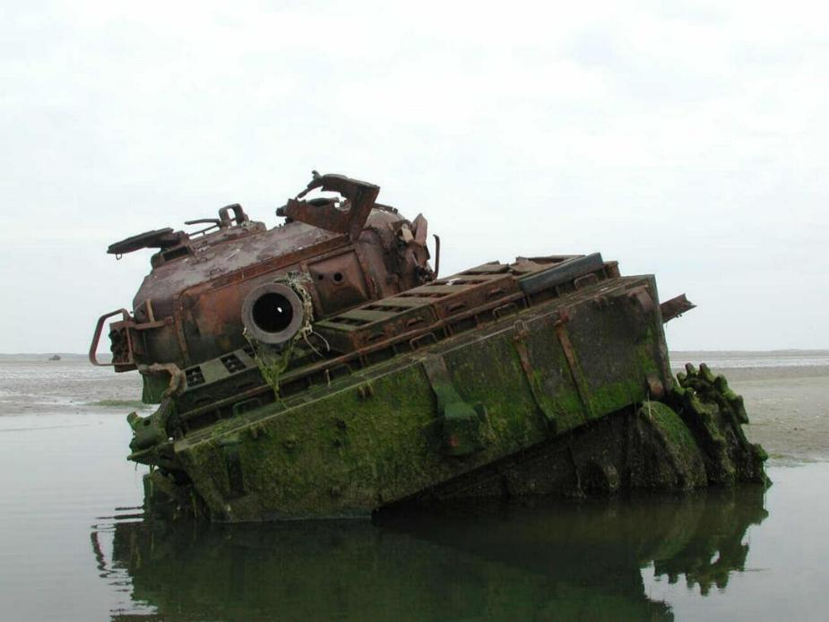 http://members.tripod.com/front-idler/centurion_wreck_4.jpg
